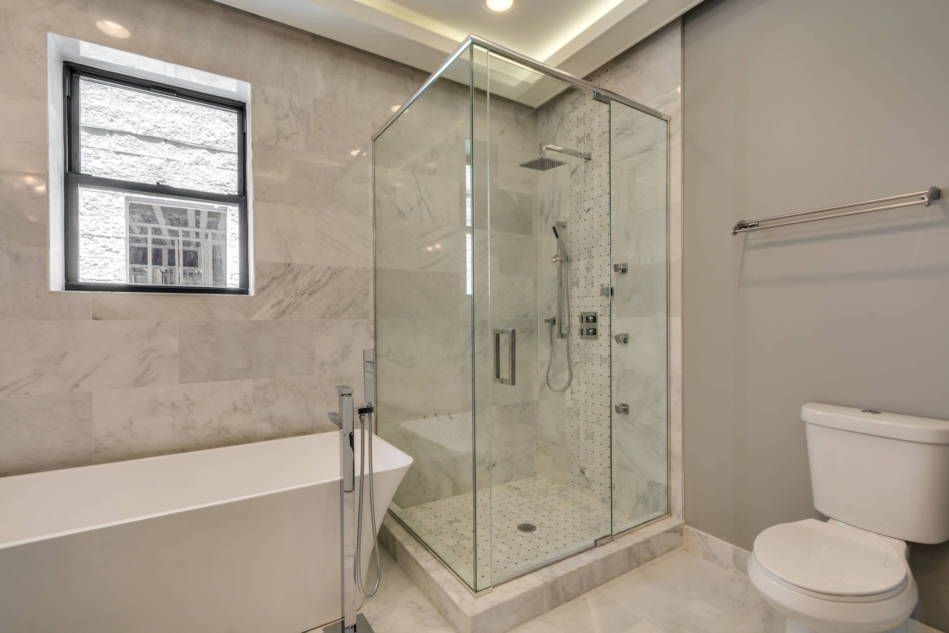 4216 S Ellis_MasterBath_North-2