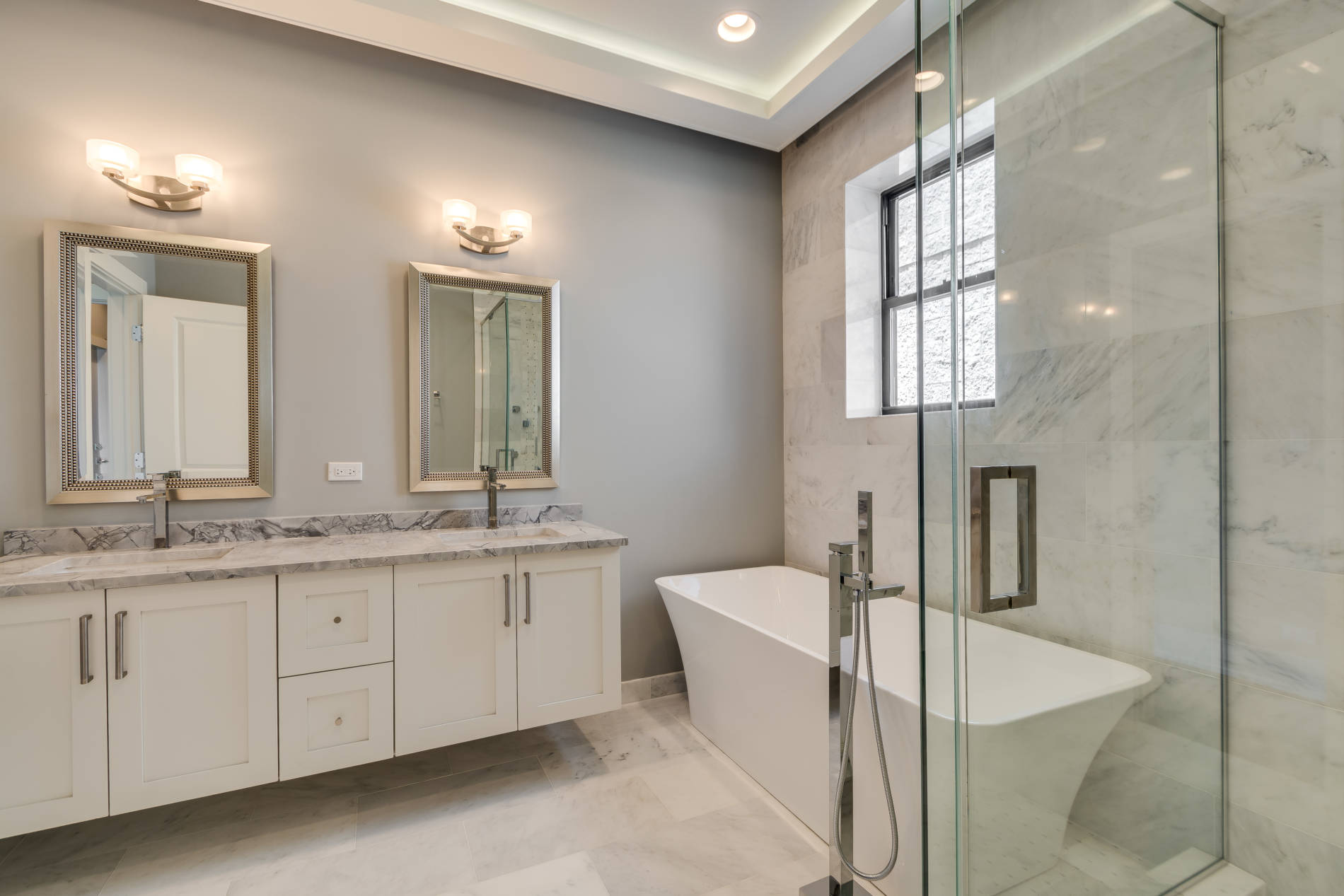 4216 S Ellis_MasterBath_North-3