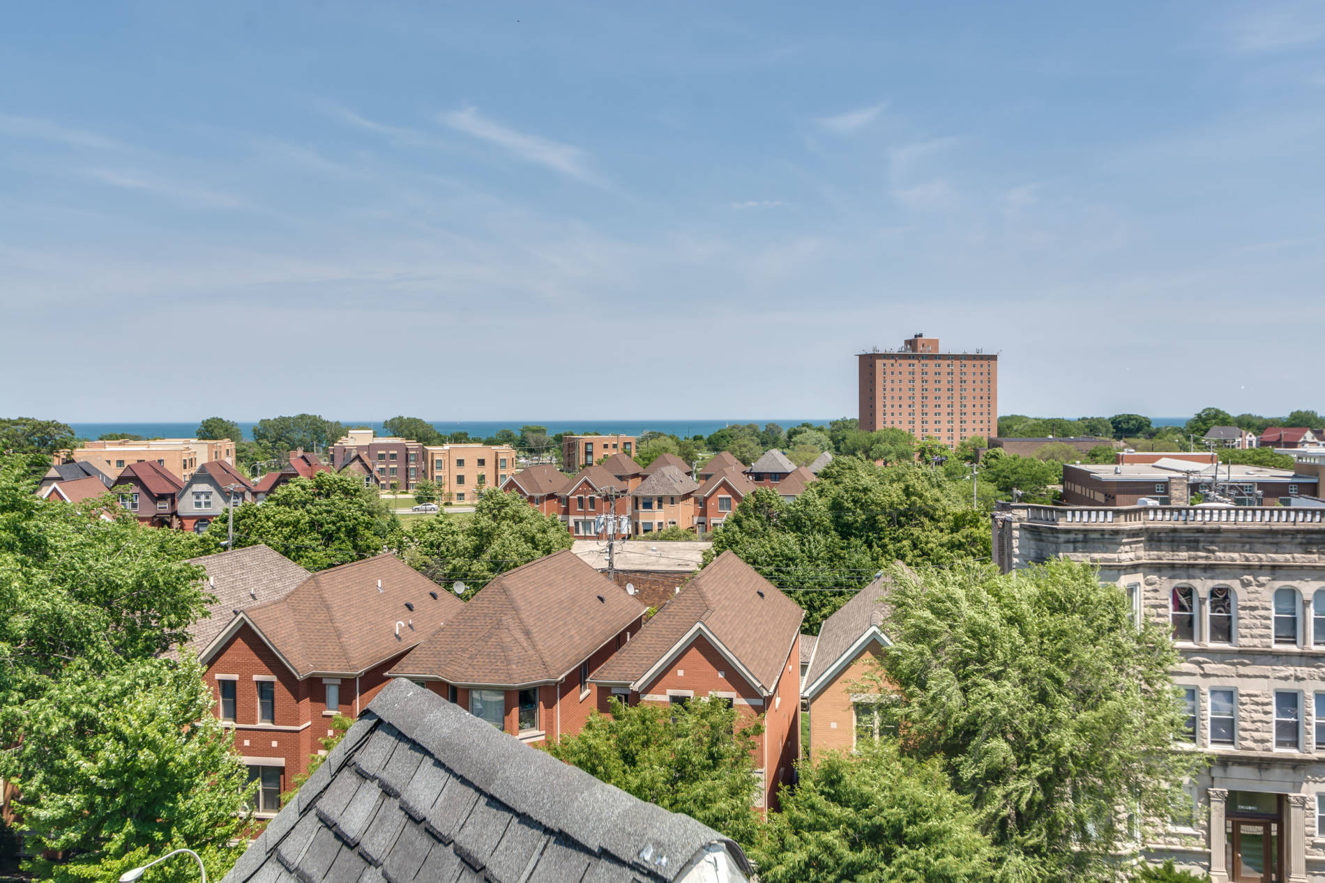 4216 S Ellis_Roof-view
