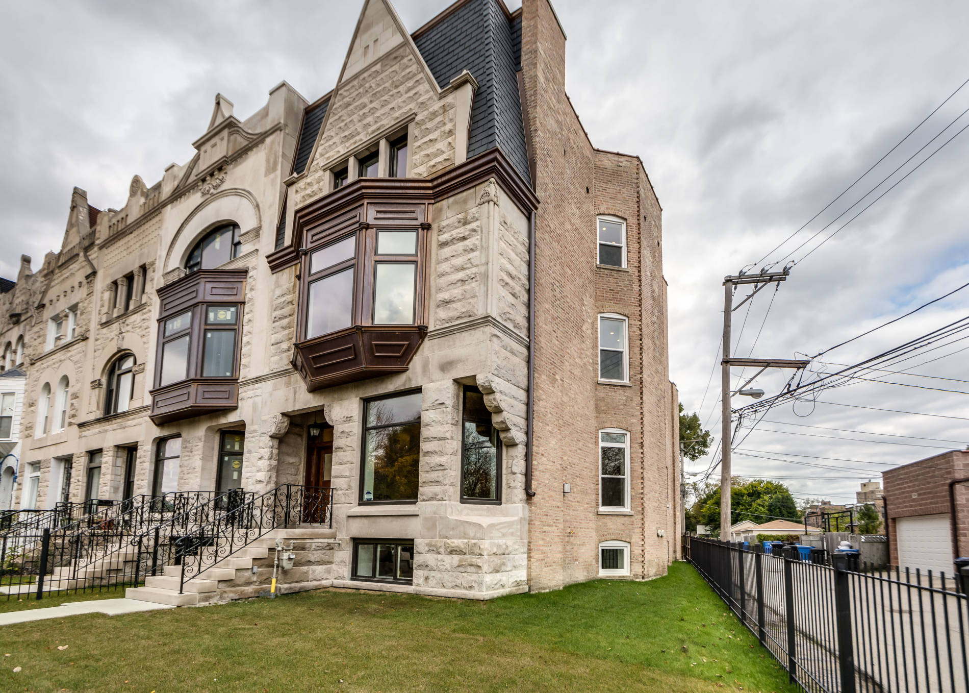 Chicago's Landmarks Commission Honors SCG Graystone Mansions
