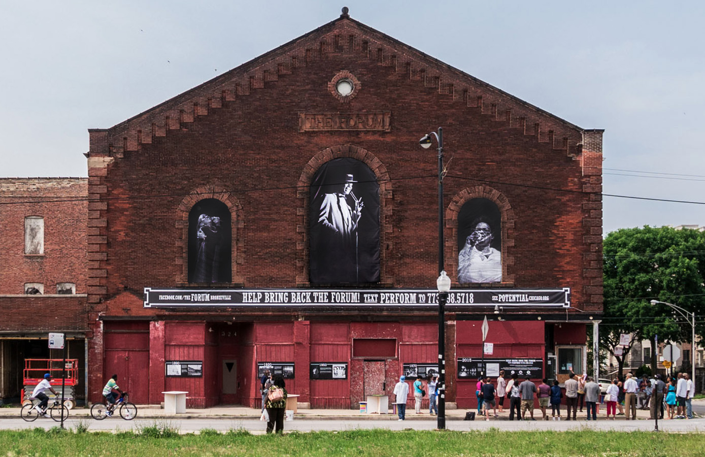 Bronzeville's Forum Links Arms with Small Investors